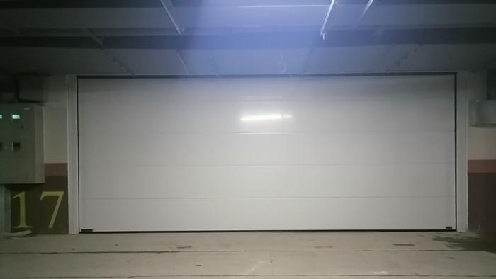 铜辉门窗|瑞悦府铝镁合金纯平镜面翻板车库门安装