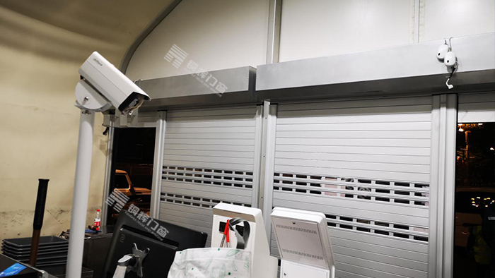 天安门分局安检棚加装卷帘门工程
