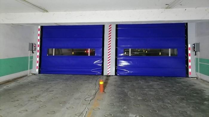 铜辉门窗|洛克时代软质快速门安装