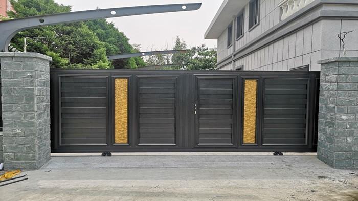 铜辉门窗|八达岭山庄铝艺庭院门安装