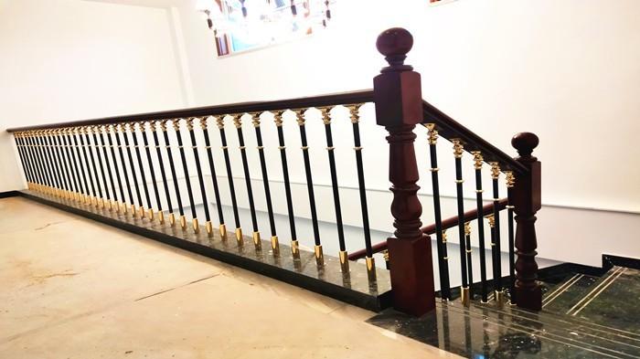 铜辉门窗带您了解楼梯扶手