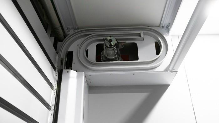 【铜辉门窗】快速卷帘门的日常维护