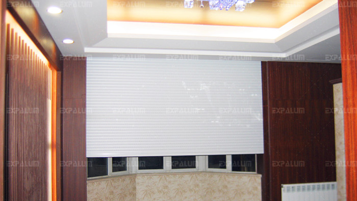 遮阳卷帘窗