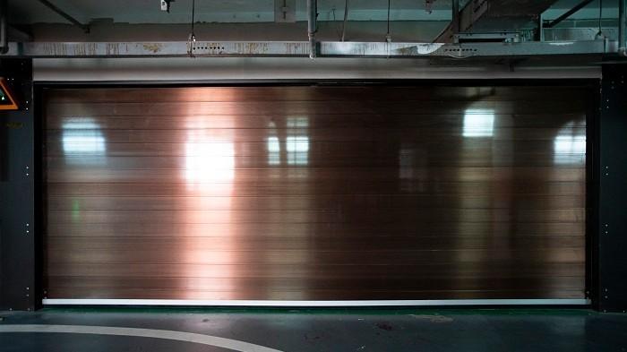 铜辉门窗快速车库门安全升级