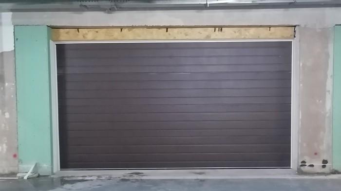 铜辉门窗 中粮瑞府翻板车库门安装