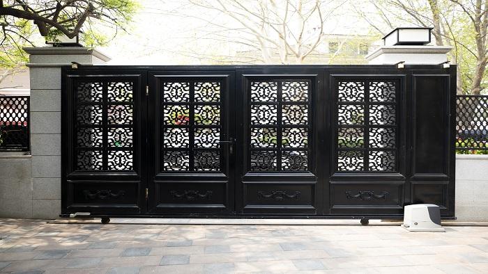 铜辉门窗|别墅庭院门安装