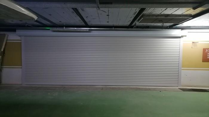 铜辉门窗|新世界丽樽车库门安装