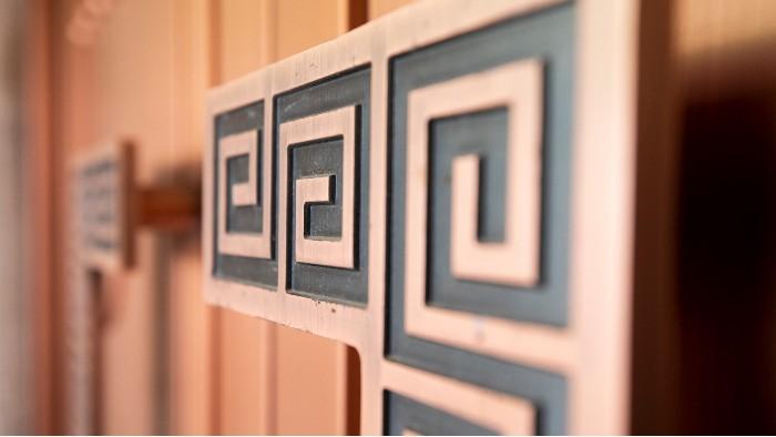 铜辉门窗教您购买铜门应该注意哪些细节?