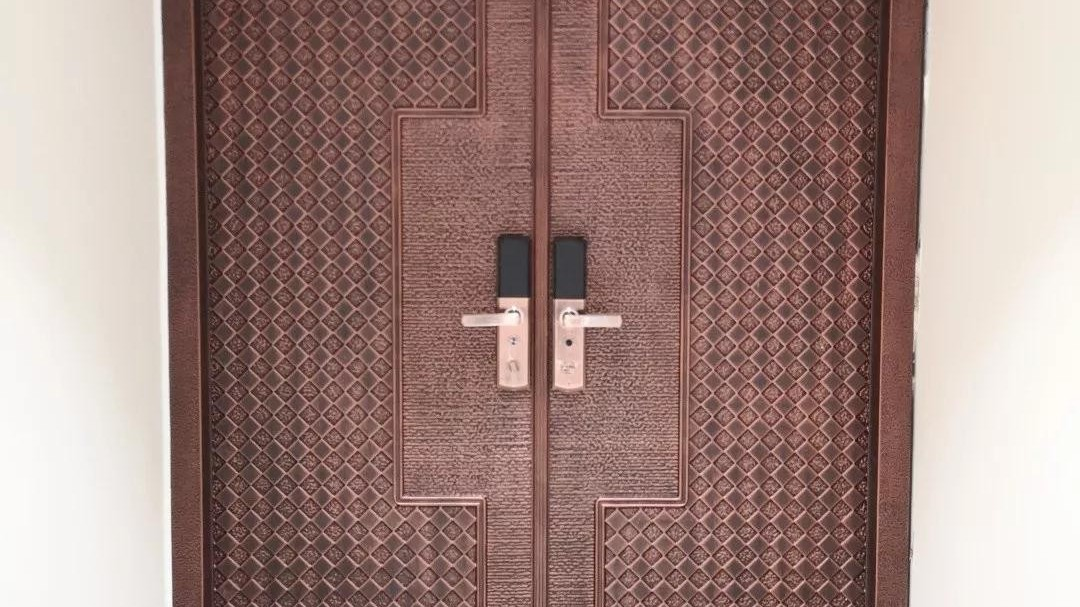 铜辉门窗 铸铝门安装