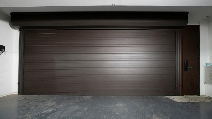 铜辉门窗|海棠公社智能车库门安装