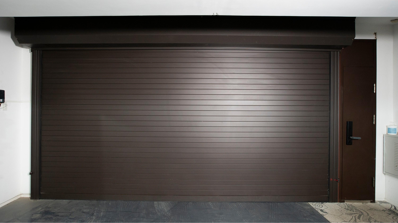 铜辉门窗告诉您,如何选择一款好的车库门