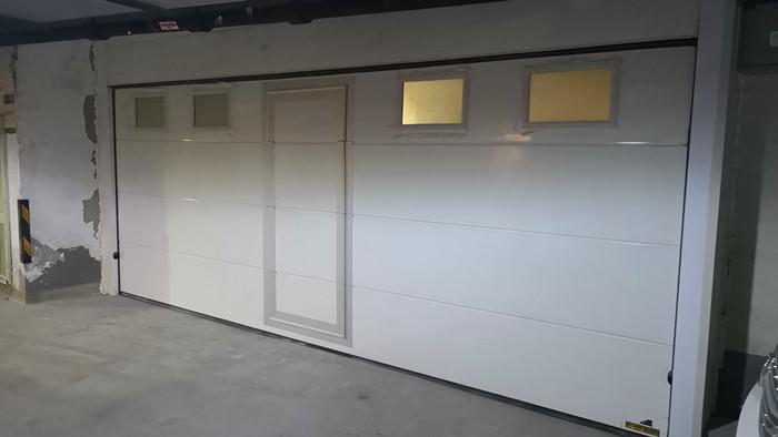 铜辉门窗|誉天下翻板车库门安装