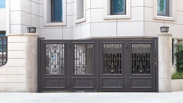 【铜辉门窗】生活中的门,庭院门的选择,不能疏忽