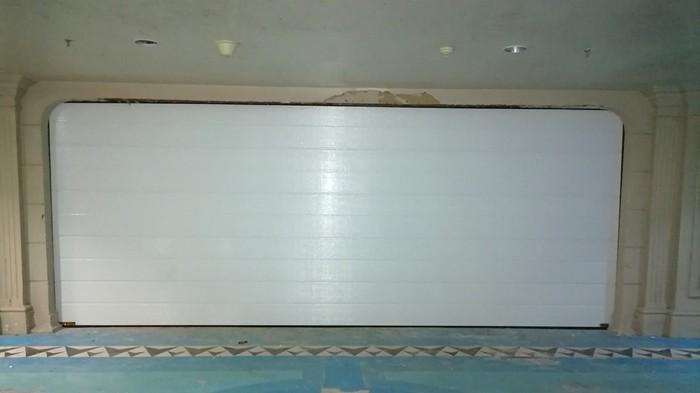 铜辉门窗|九号公馆车库门安装