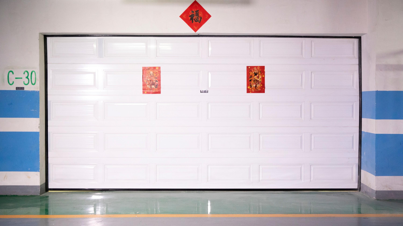 铜辉门窗带您简易了解车库门日常使用