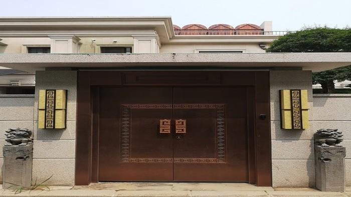 为什么铜门广泛应用于别墅呢?铜辉门窗为您解答