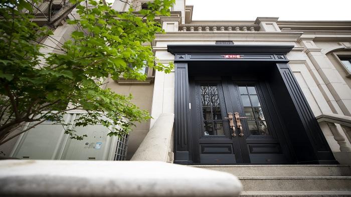 铜辉门窗铜门为什么这么受欢迎