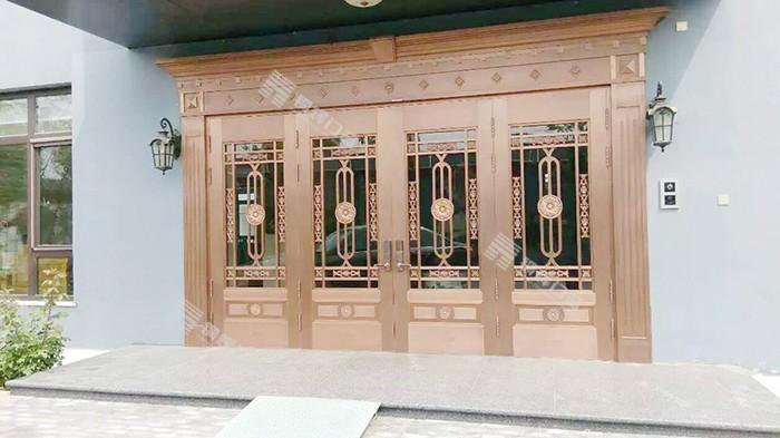 应该如何选择别墅庭院铜门?铜辉门窗为您解答