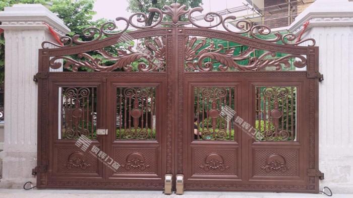 别墅大门为什么要选择铸铝门?跟着铜辉门窗一起来了解一下吧