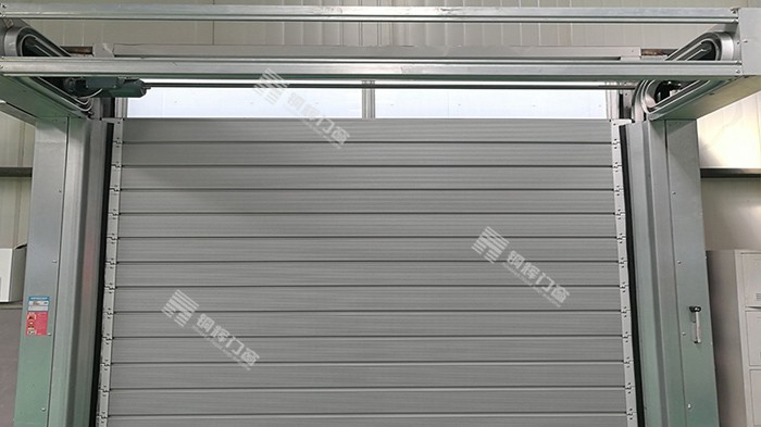 铜辉门窗认为智能电动卷帘门已成为未来门窗行业的发展趋势