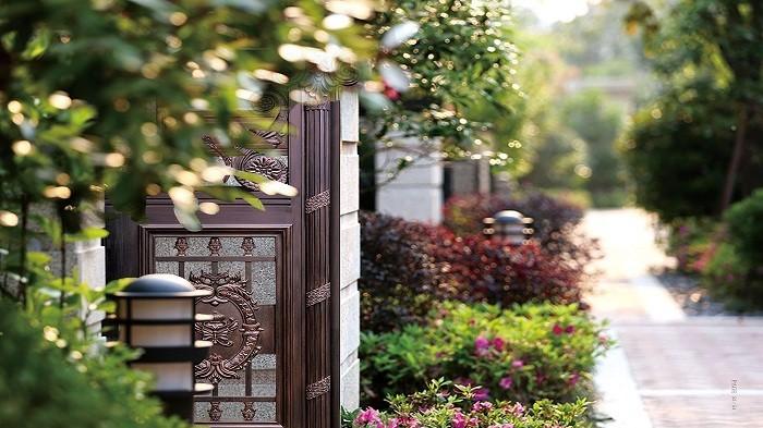 【铜辉门窗】庭院门让生活富有艺术