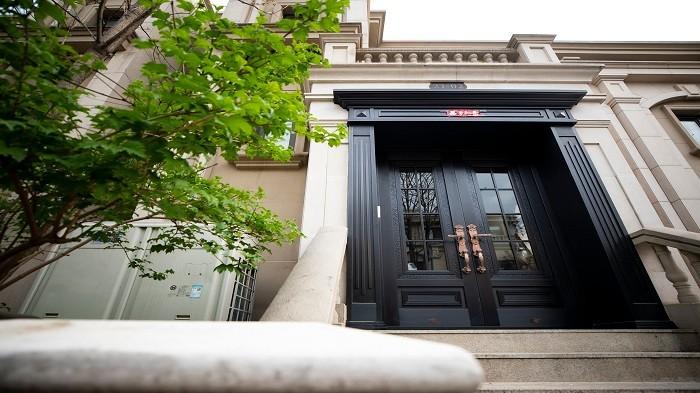 铜辉门窗的铜门值得您选择