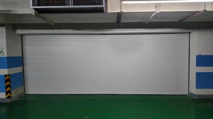 铜辉门窗|东亚尚院车库门安装