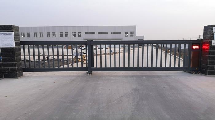 铜辉门窗|青县电动庭院门安装