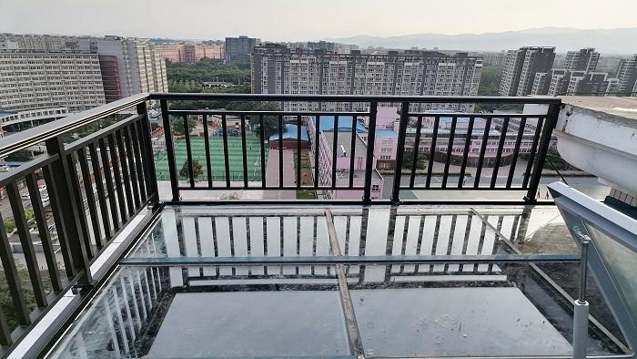 铜辉门窗|光大花园围栏安装