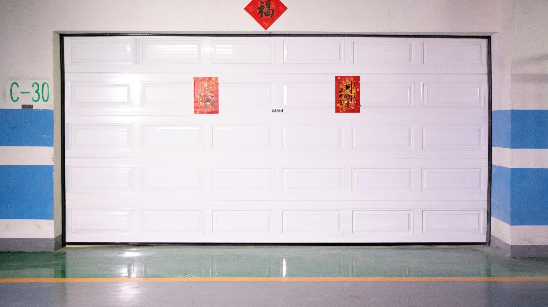 【铜辉门窗】您对车库门了解多少?