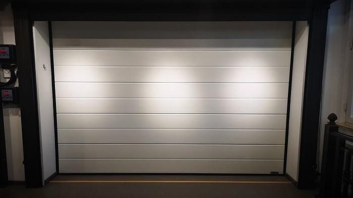 铜辉门窗详细讲解翻板车库门的安装方式