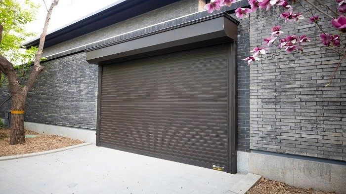 铜辉门窗智能车库门有哪些优点呢?