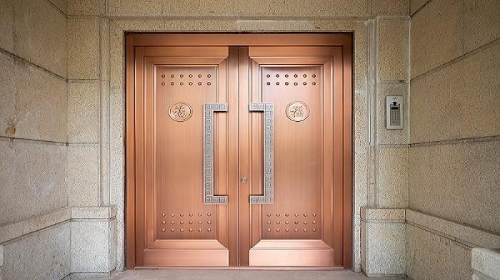 铜辉门窗教您如何辨别真假铜门