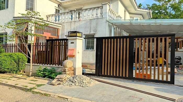 铜辉门窗|不锈钢庭院门、围栏产品安装