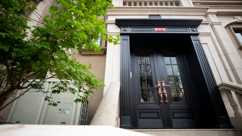 铜门的维护方法有哪些?铜辉门窗告诉您