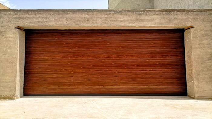 铜辉门窗|金影来影视智能车库门安装