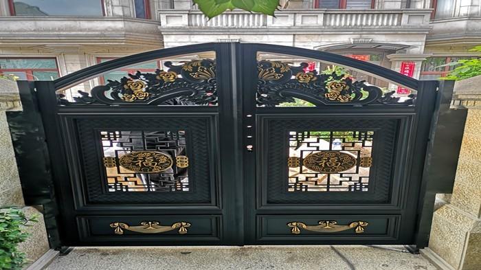 铜辉门窗|九号公馆庭院门产品安装