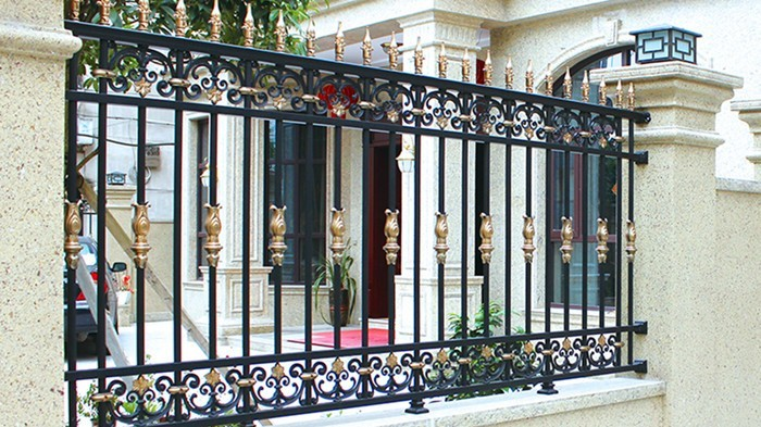 【铜辉门窗】什么是围栏?