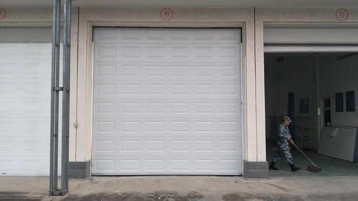铜辉门窗|北京大兴某空军部队翻板车库门安装