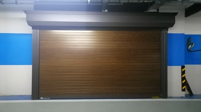 铜辉门窗|上城郡车库门安装工程